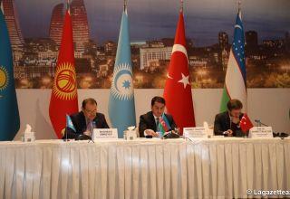 Hikmet Hadjiyev : l'Azerbaïdjan s'efforce de développer les liens entre les États turcophones