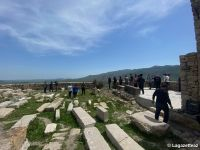 Karabagh : les membres de la Communauté Chrétienne Albanienne-Oudie en Azerbaïdjan visitent un ancien temple à Tugh - Gallery Thumbnail