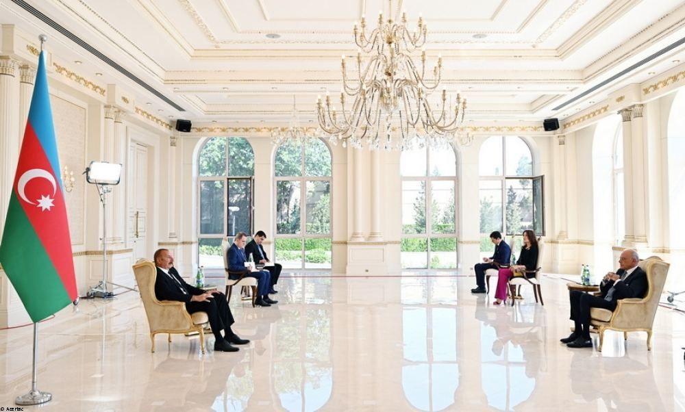 Le président Ilham Aliyev reçoit les lettres de créance du nouvel ambassadeur d'Italie en Azerbaïdjan - Gallery Image